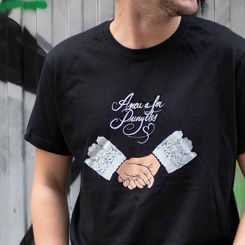 samarreta color negre amb estampació aneu a fer punyetes